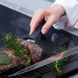 Steak braten Edda Schmidt Catering Leipzig Fingerfood